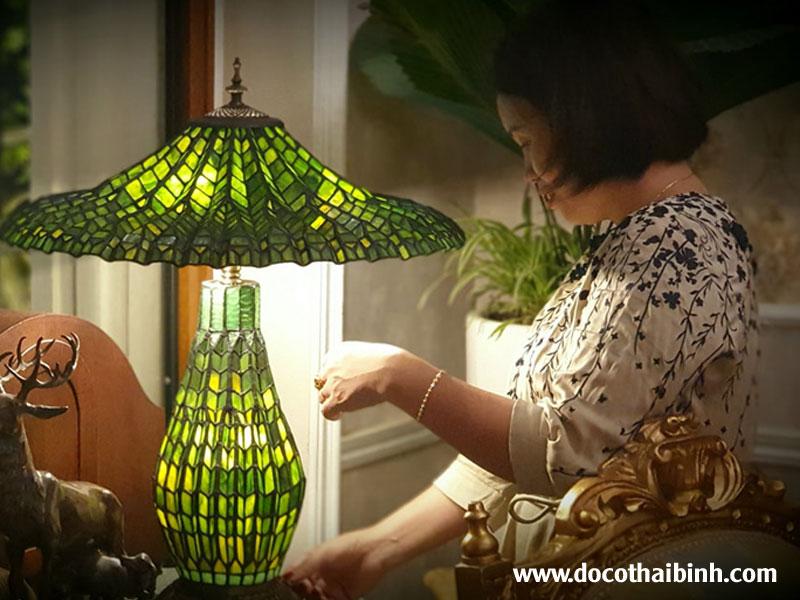 Đèn tiffany kính màu xanh lá